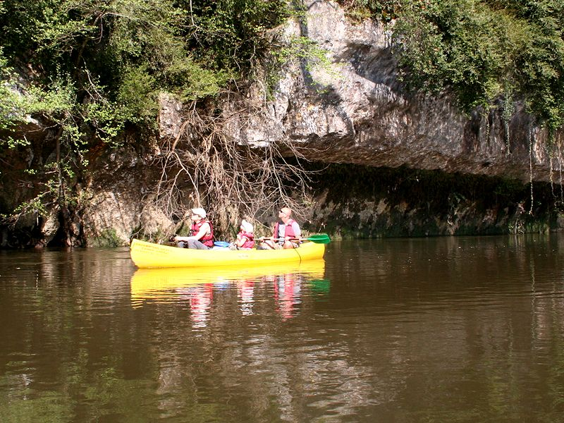 Walking Dordogne Canoe 1